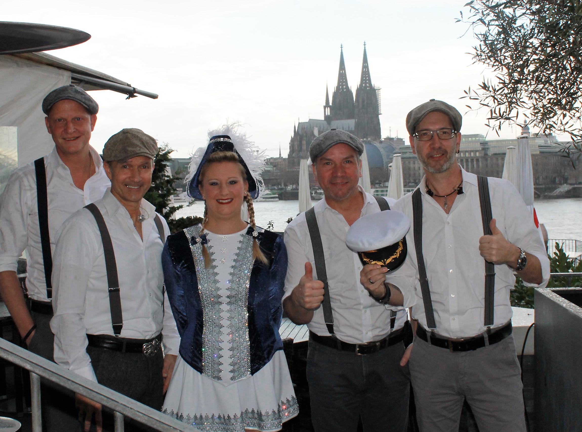 Singen die Jeckliner Hymne für TUI Cruises: Die Kölner Band Klüngelköpp