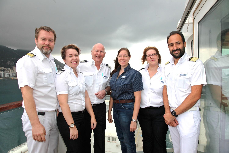 Mein Schiff Urlaubsheldin Sofie Charlotte Dabergott mit ihren Vorgesetzten