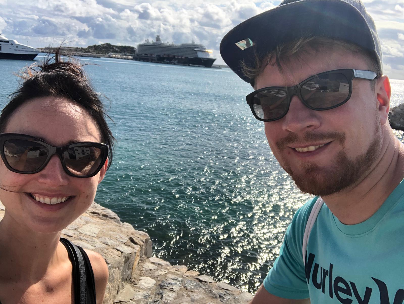 Mein Schiff Gäste Marco und Denise aus Erding/München vor der Mein Schiff 5