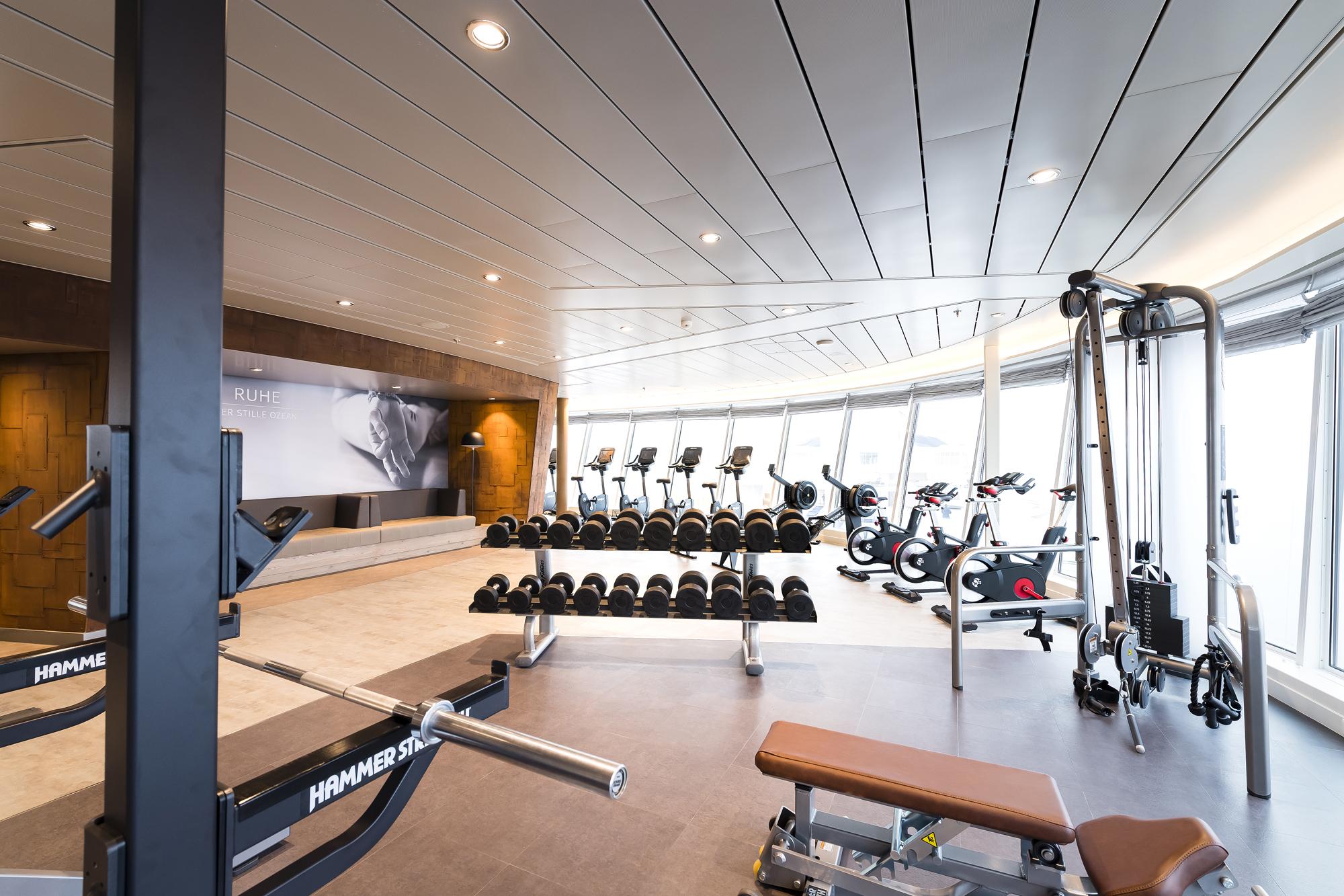 Sportlich: Das Fitnessstudio auf der neuen Mein Schiff 2 von TUI Cruises