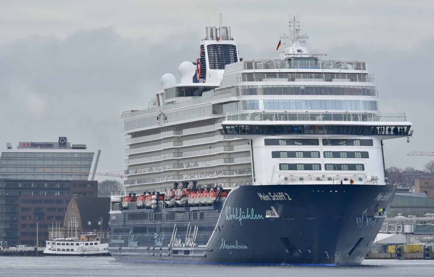 Die neue Mein Schiff erstmals in Deutschland im Kieler Hafen