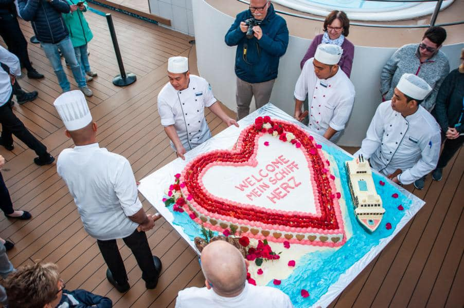 Willkommen Mein Schiff Herz: Die Torte zur Umbenennung