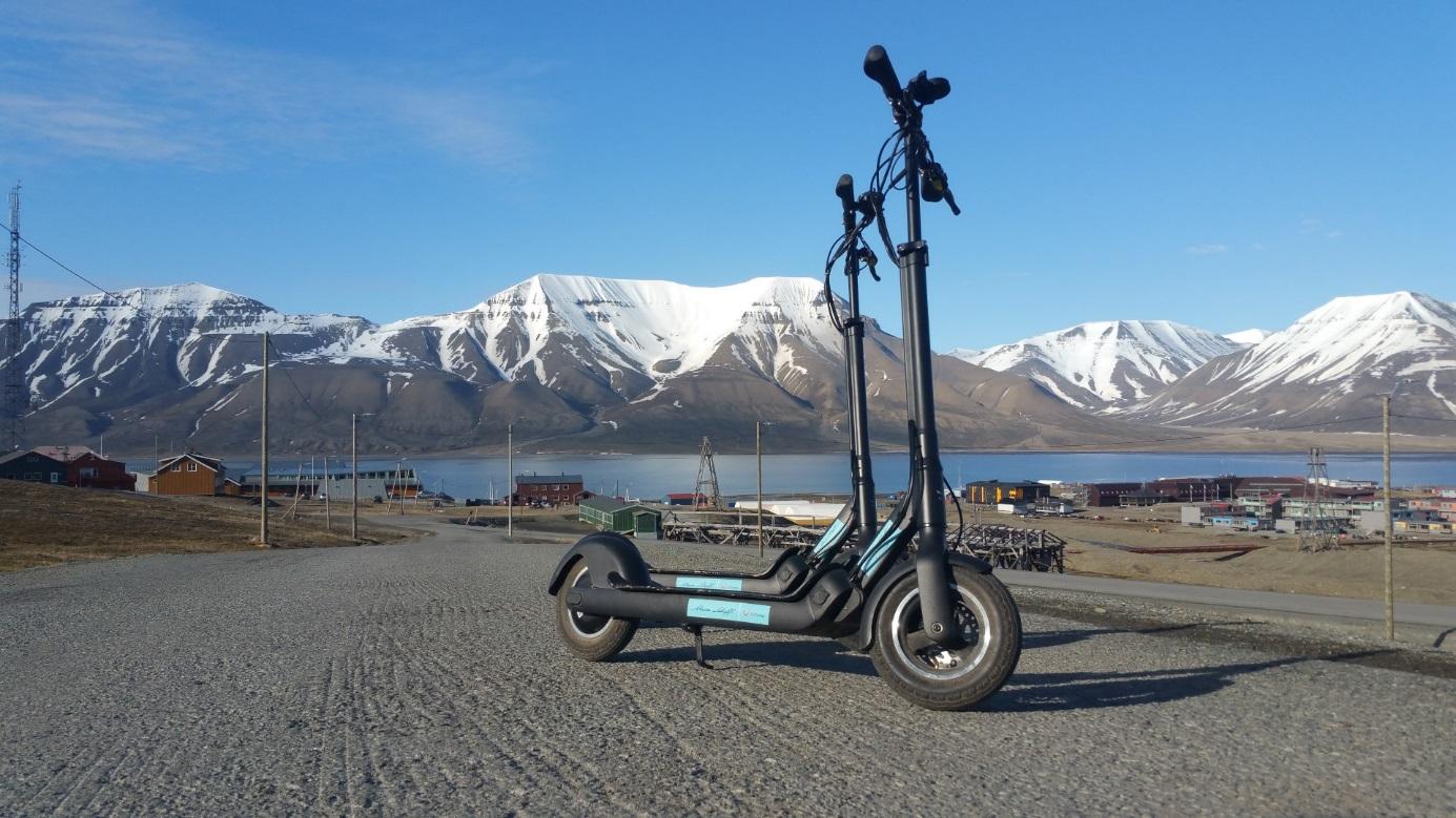 Die Mein Schiff E-Scooter von Bord in Spitzbergen
