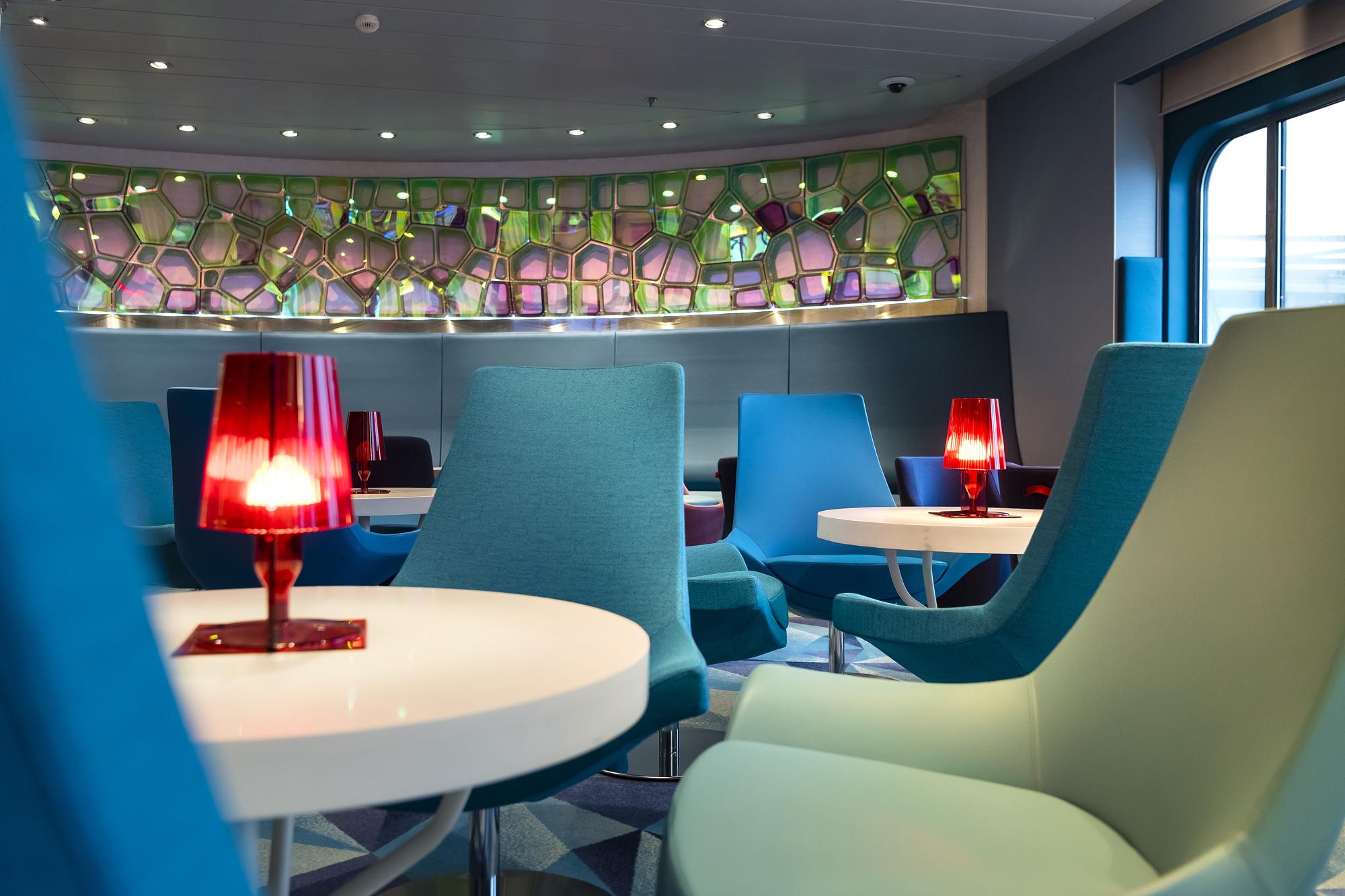 Neue Farben in der TUI Bar auf der neuen Mein Schiff 2 von TUI Cruises