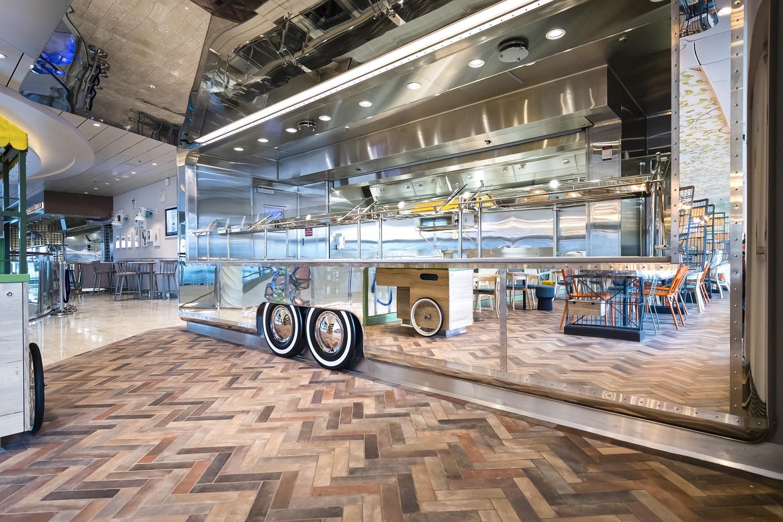 Voll im Trend: Der Food Truck im Bistro Tag & Nacht auf der neuen Mein Schiff 2