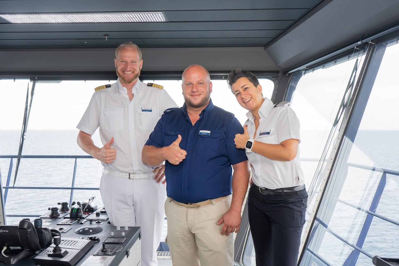 Mein Schiff Urlaubsheld Thomas Jaeger mit seinen Vorgsetzten