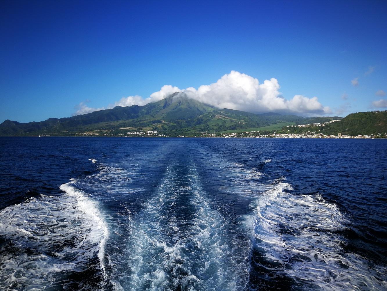 Bootsfahrt mit Blick auf den Vulkan Mont Pelée