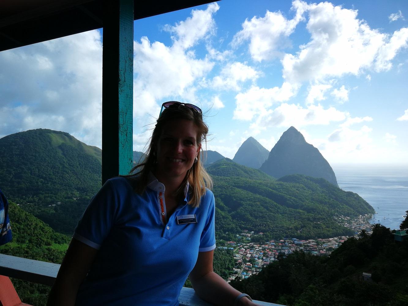 Mein Schiff Ausflug: Die Pitons vom Aussichtspunkt aus auf St. Lucia