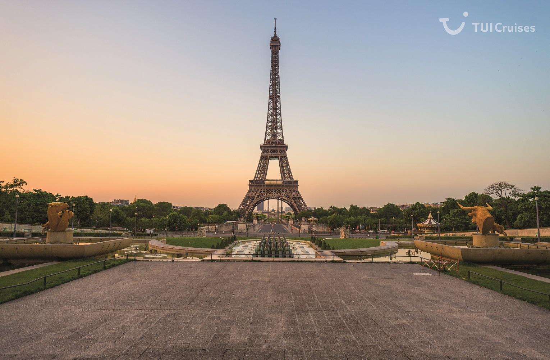 Mein Schiff Ausflugsziel: Der Pariser Eiffel Turm in den frühen Morgenstunden