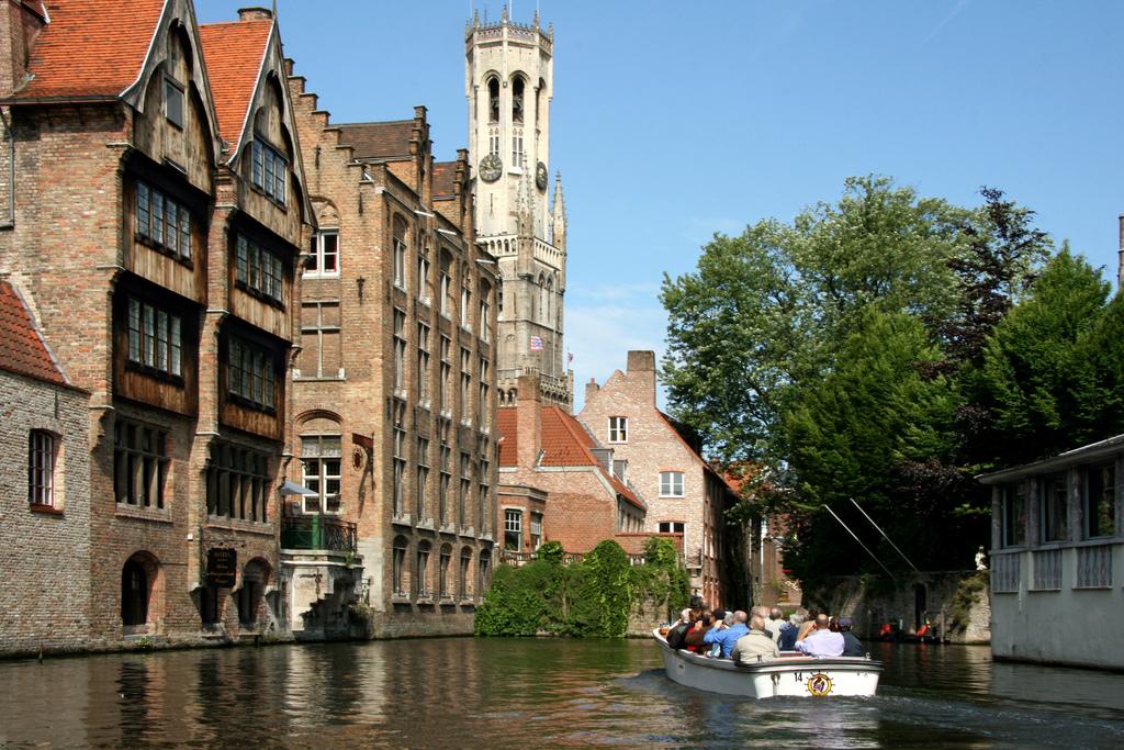 Geht nicht nur in Amsterdam: Grachtenfahrt in Brügge beim Mein Schiff Ausflug