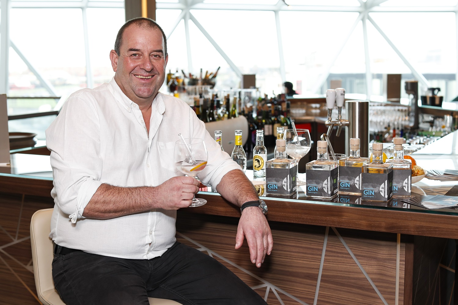 Brennmeister Siegfried Herzog mit dem Mein Schiff Gin (Photo by Franziska Krug/Getty Images for TUI Cruises)