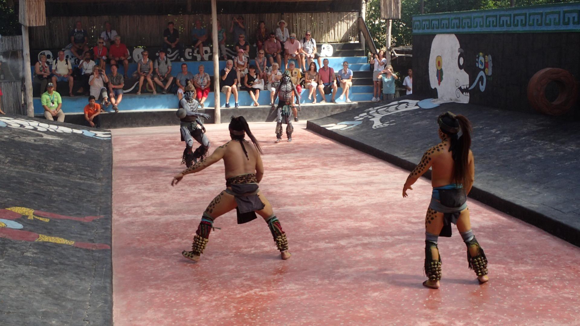 Ein Mesoamerikanisches Ballspiel beim Mein Schiff Landausflug in Cozumel