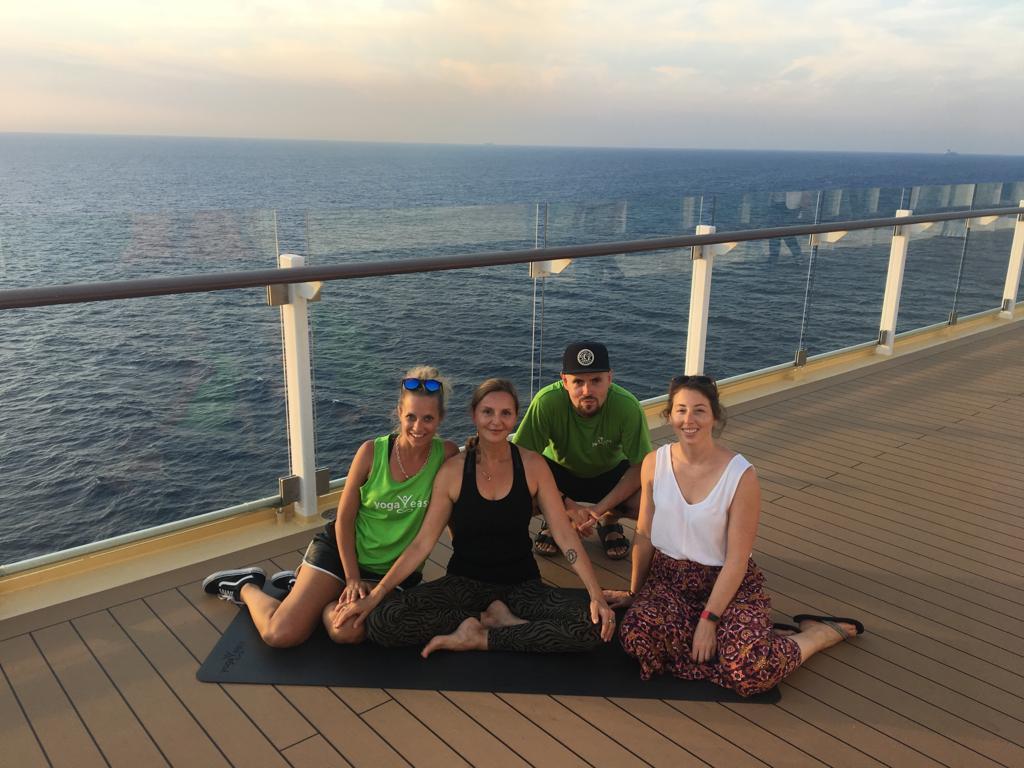 Das Drehteam für die Yoga Videos von YogaEasy auf der Mein Schiff 3