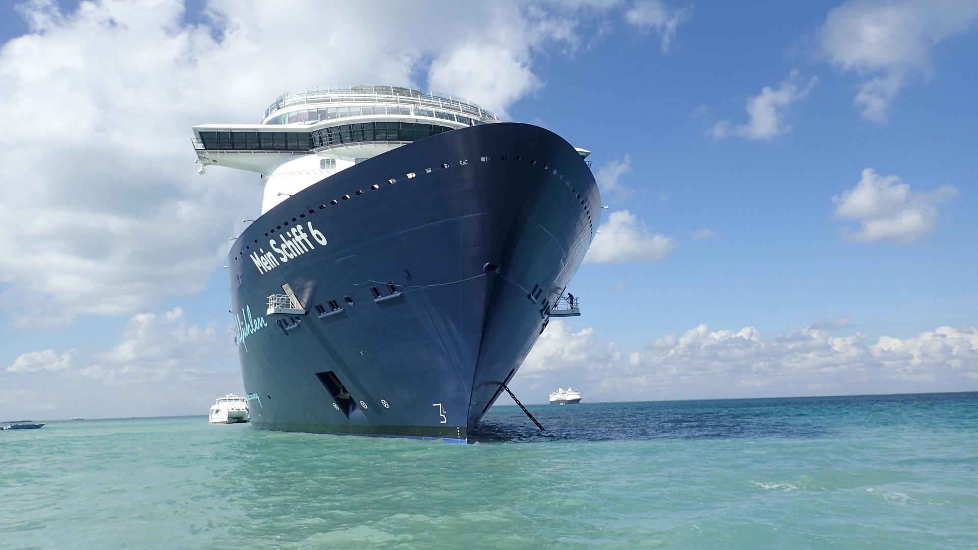 Mein Schiff Tender vor Belize