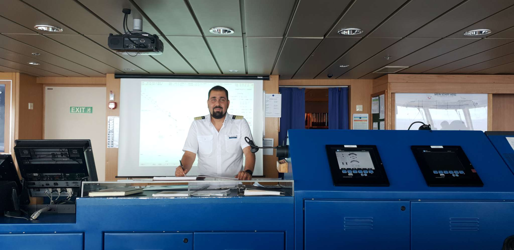 Mein Schiff Kapitän Panagiotis, oder kurz Panos, Varotsos