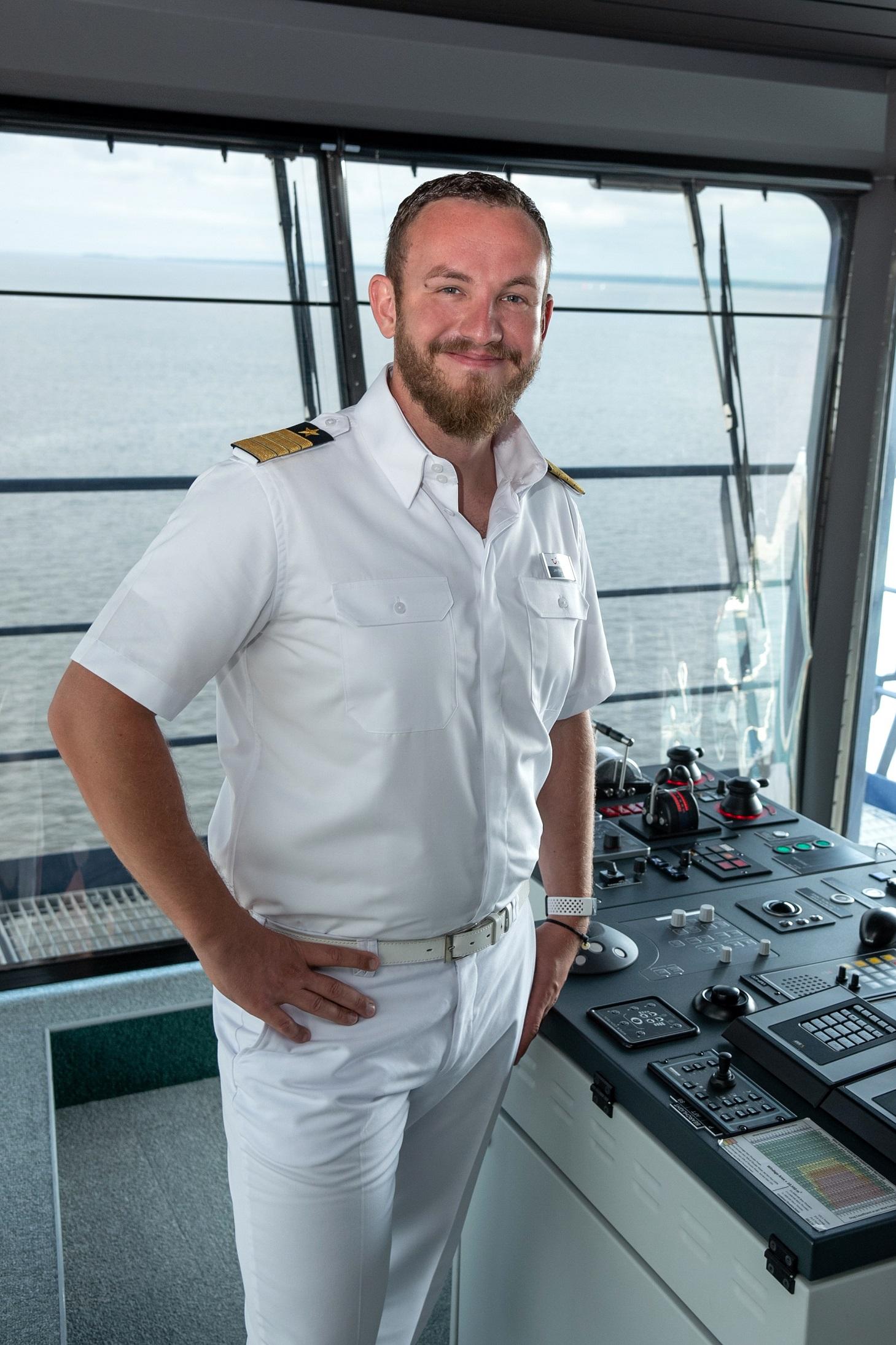 Kapitän Jan Fortun auf der Brücke