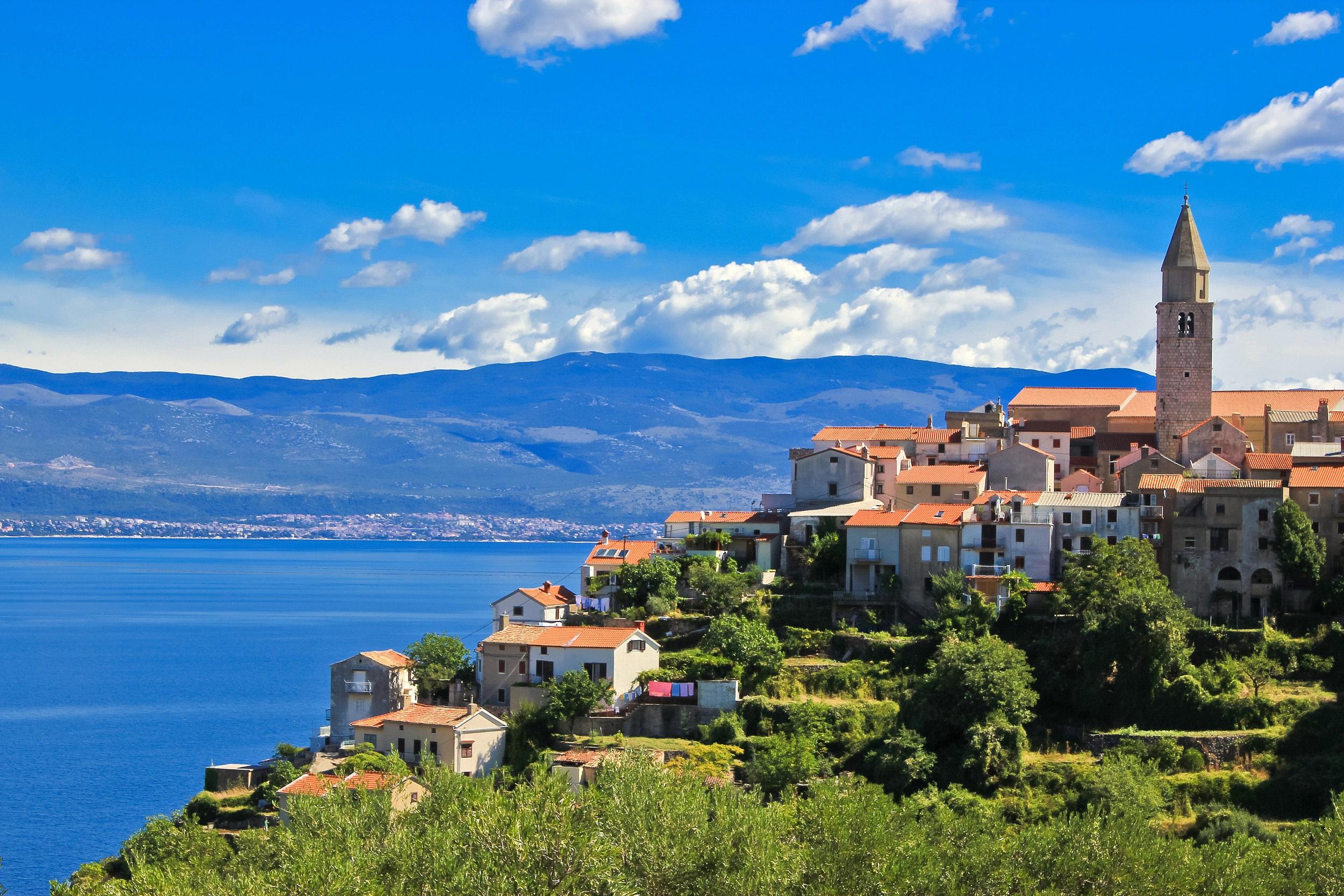 Weindorf auf der Insel Krk, Kroatien