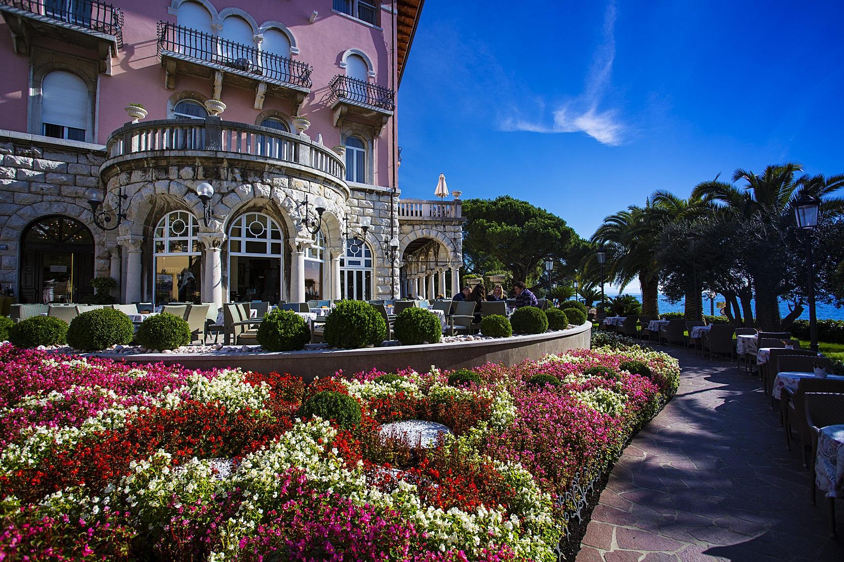 Opatija bietet ein angenehmes Ambiente - entlang der Uferpromenade, vorbei an luxuriösen Villen und in den gemütlichen Cafés.