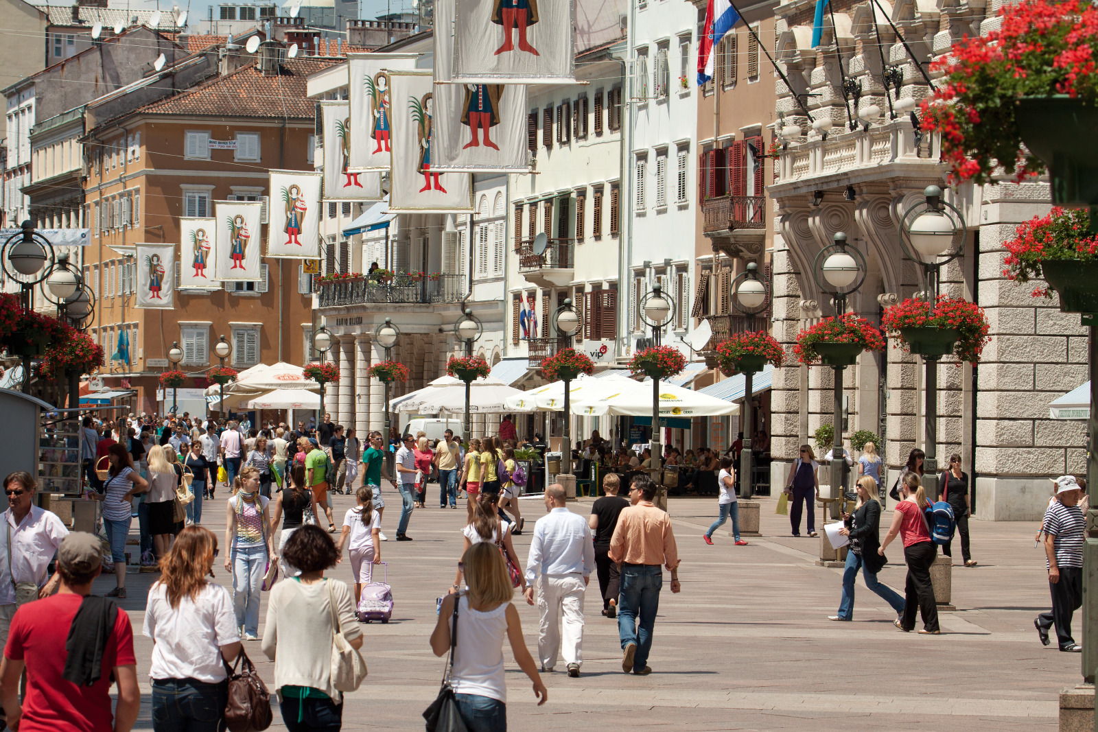 Die wunderschöne Einkaufsstraße Korzo im Zentrum Rijekas