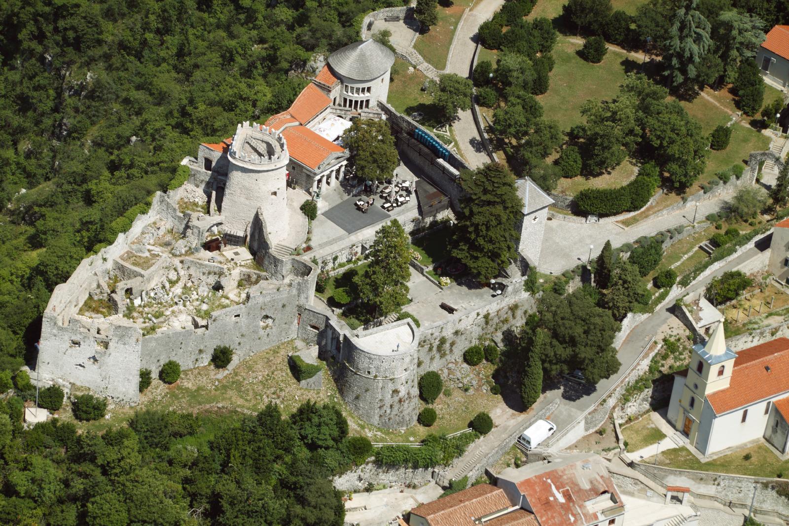 Die Festung Trsat, hoch über der Stadt gelegen