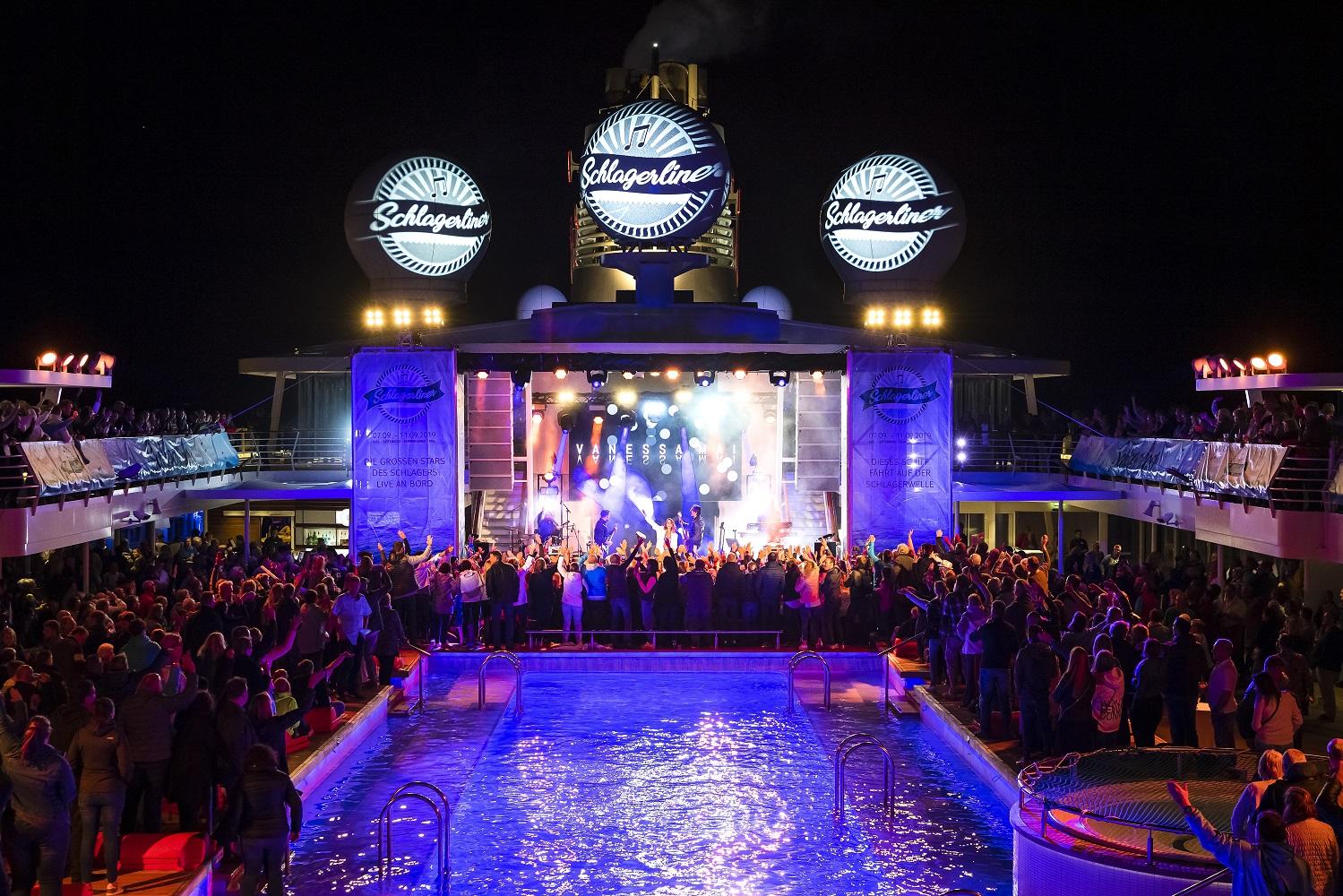 2.500 Gäste schwammen auf der TUI Cruises Schlagerwelle