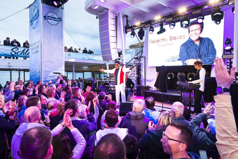 2.500 Gäste schwammen auf der TUI Cruises Schlagerwelle - Mein Schiff Blog