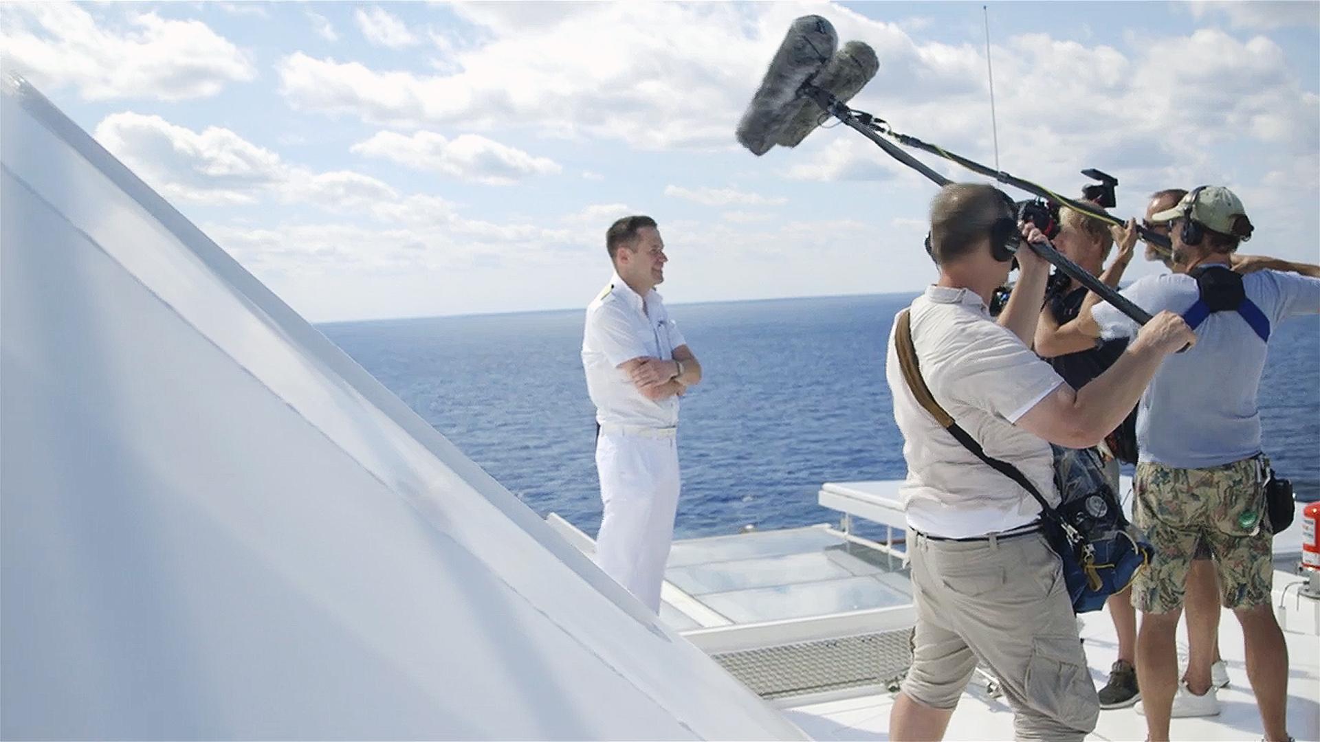 Ein Blick hinter die Kulissen auf der Mein Schiff 1 mit Servus TV