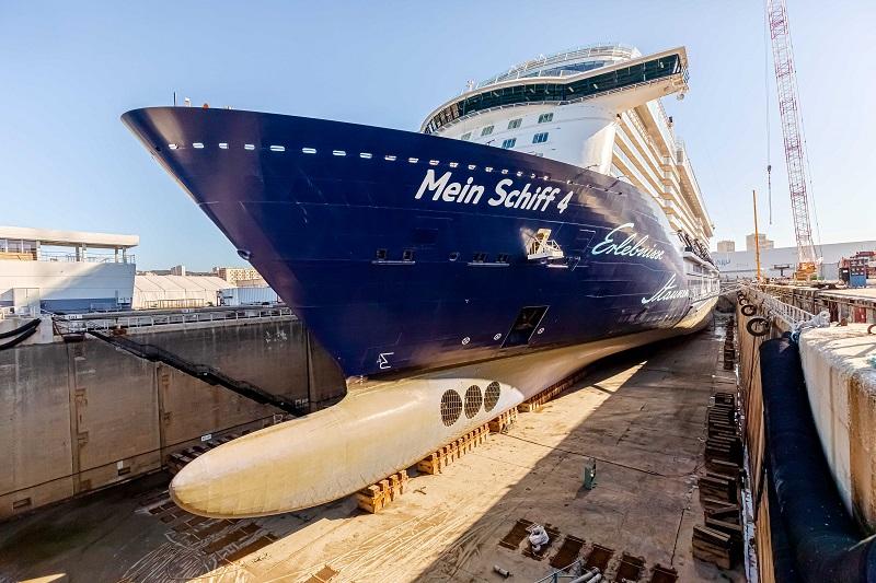 Die Umbauarbeiten starten: Die Mein Schiff 4 im Trockendock in Marseille