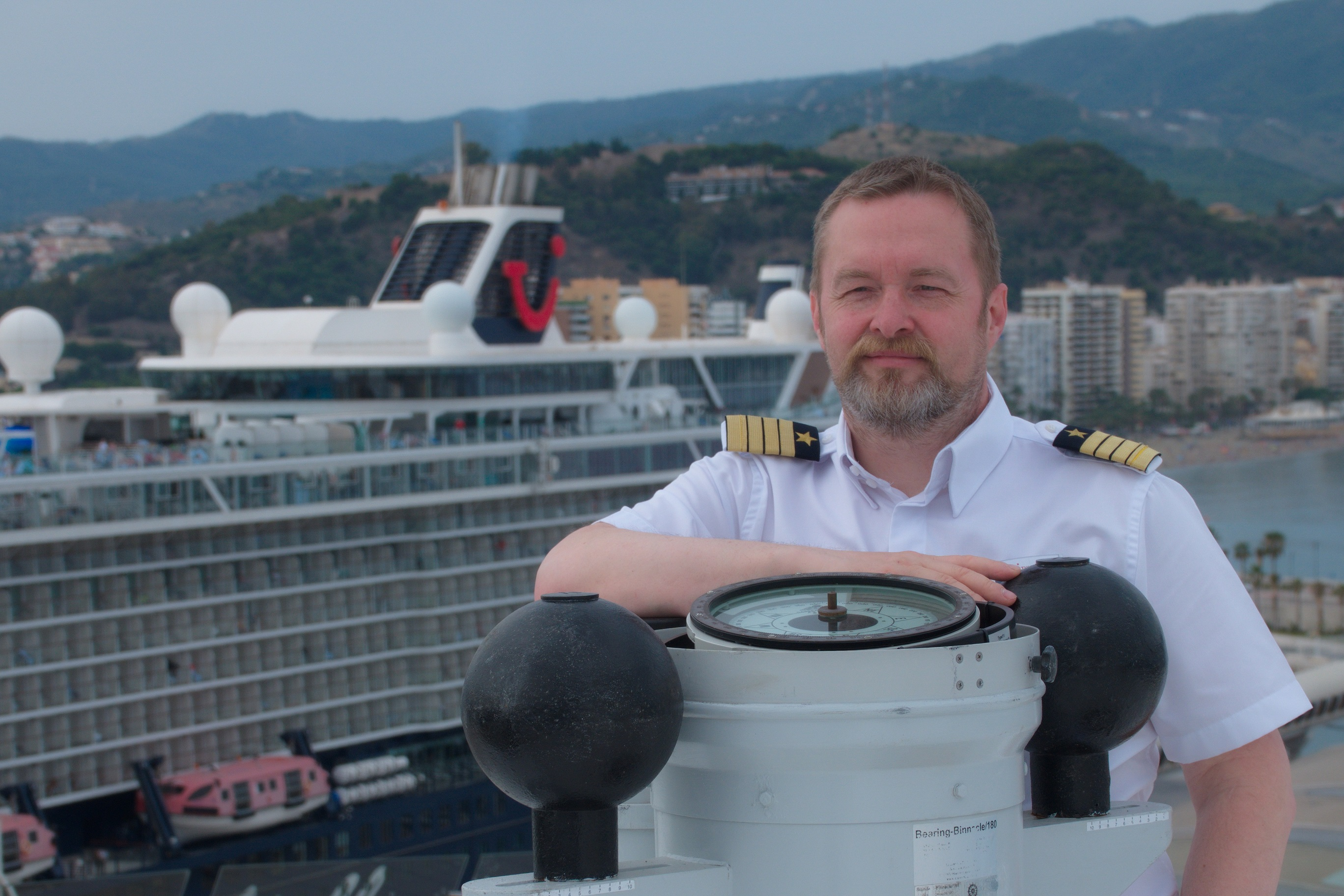 Mein Schiff Kapitän Jan F. Schubert bei TUI Cruises